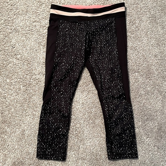 Lululemon size 8 21' crop leggings